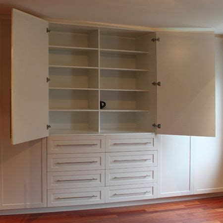 Diy Bedroom Cupboards Plans by Best 25 Bedroom Cupboards Ideas On Built In