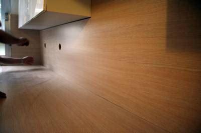 pose d un plan de travail cuisine fixer plan de travail idées de décoration et de mobilier