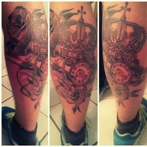 Rosen Tattoo Schulter : nicoponk132 krone taschenuhr rosen schwalben tattoos von tattoo ~ Frokenaadalensverden.com Haus und Dekorationen