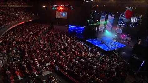 Enrique Iglesias and Laura Jane live concert 😍 - YouTube