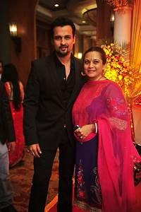 Rani, Kajol, Bachchans at Bappa Lahiri's reception ...