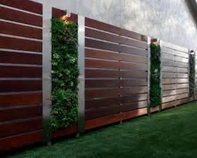 wohnideen minimalistisch gartenzaun gartenzaun holz stahl elemente vertikale gärten ideen sichtschutz vorgarten zäune