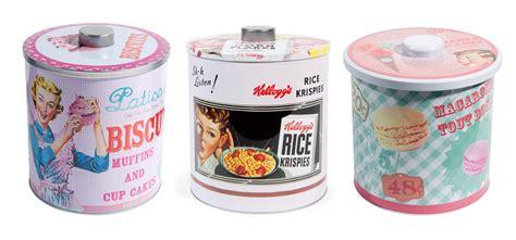 boite cuisine vintage pour la cuisine des accessoires et de la vaisselle