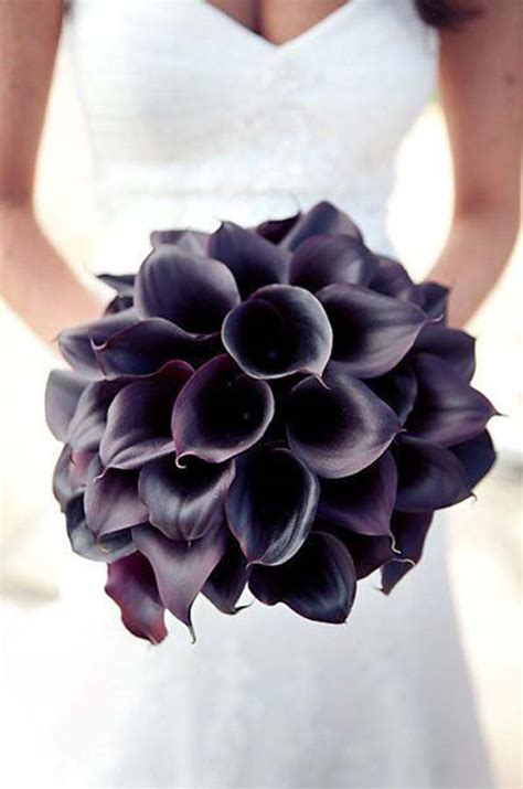 dark flowers   statement wedding bouquet