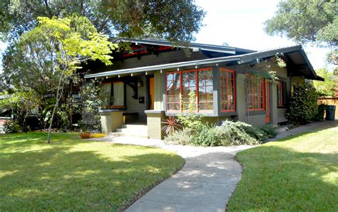 Bungalows : The Craftsman Bungalow House