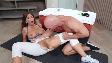 syren de mer gets her yoga pants splits open and her pussy licked