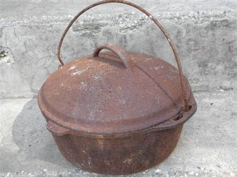vintage cast iron dutch oven lid  wood stovecampfire cooking