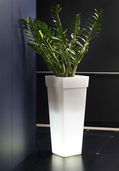 vasi luminosi da esterno vasi luminosi alti serie geryon con vasi alti da interno