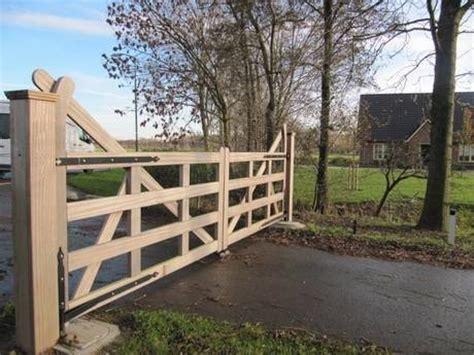landelijke open houten engelse poort met ondergrondse poortopener farm poorten