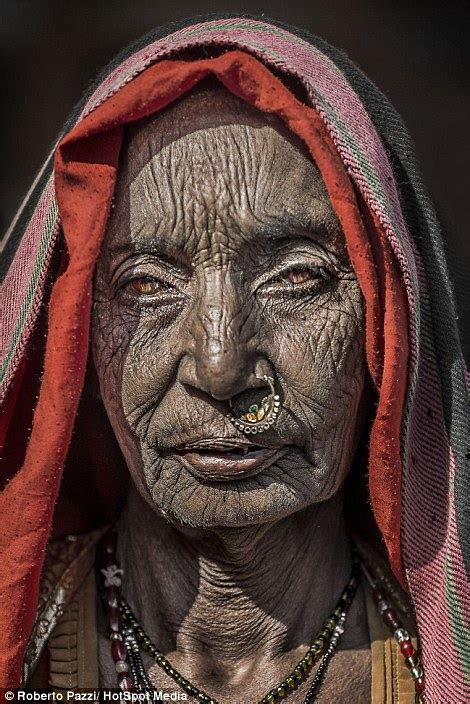 Roberto Pazzi takes intimate portraits of Indian paupers ...