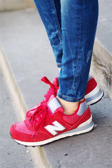Outfits Con Tenis Rojos