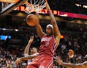 Video Lebron James Throws Down Dunk Vs Knicks