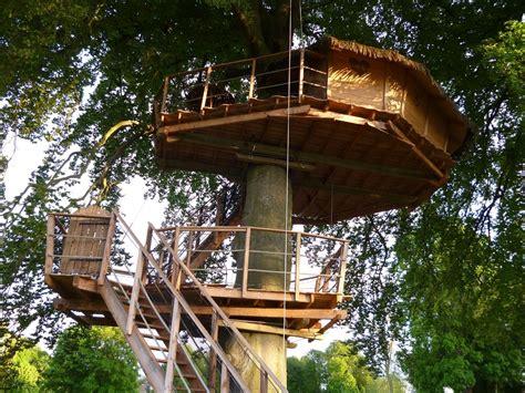 chambre cabane dans les arbres dormez dans une bulle une cabane dans les arbres votre