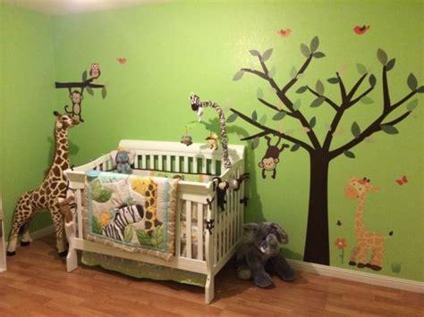 Kinderzimmer Gestalten Einrichtungsideen Fuers Kinderparadies by Baum Bemalung Im Babyzimmer Dschungel Motive