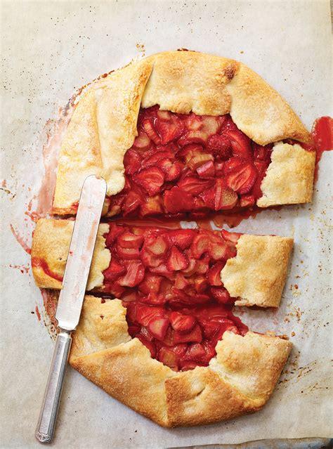 tarte rustique fraises  rhubarbe ricardo