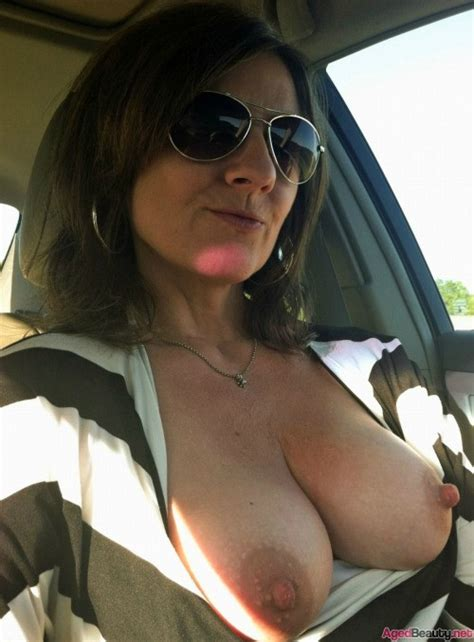 Mature Babe Flashing Boobs Aged Beauty