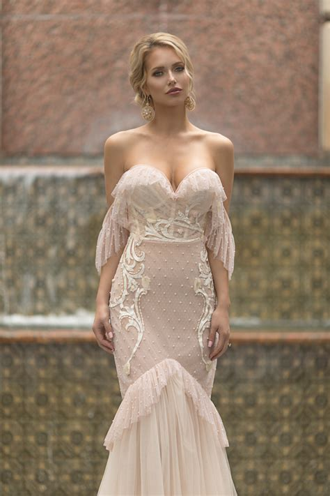 stunning sophisticated  sensual wedding dresses