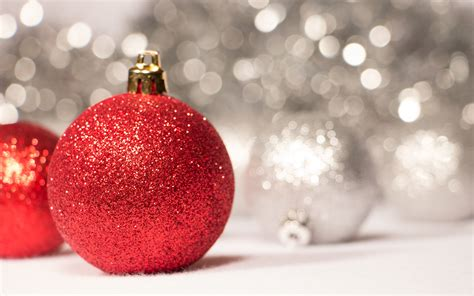 red sparkly christmas ornaments wallpaper 39948