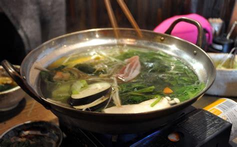 making shabu shabu broth  dipping sauces pogogi