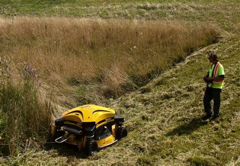 roomba mower illinois tollway s new robotic mowers cut grass frustration tribunedigital chicagotribune