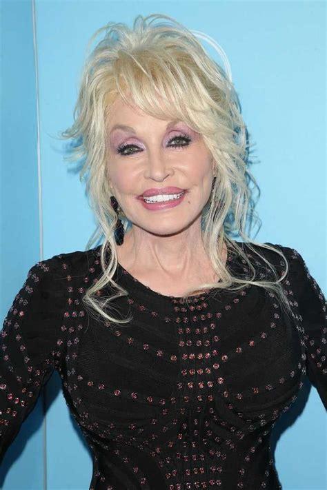 Перевод слова dolly, американское и британское произношение, транскрипция, словосочетания, однокоренные слова, примеры использования. Dolly Parton Hot Pictures Of All Time