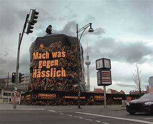 Hornbach Preisgarantie 10 Prozent : outdoor installation heimat stellt f r hornbach einen riesensack in berlin auf ~ Orissabook.com Haus und Dekorationen