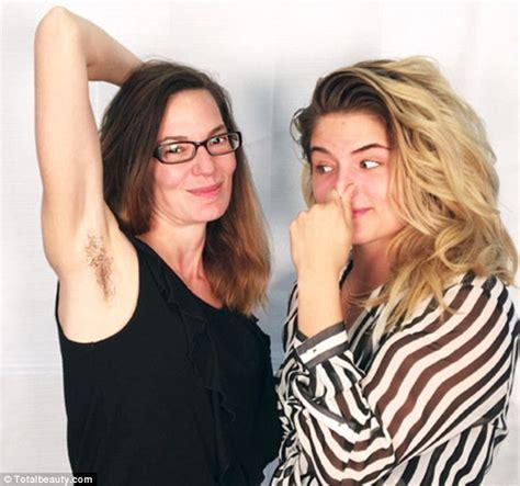 donne fanno la doccia senza doccia per un mese due donne ci hanno provato foto