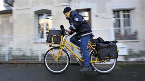 bureau de poste jette la poste un facteur jette 40kg de courriers pour finir sa journ 233 e plus t 244 t ma cha 238 ne