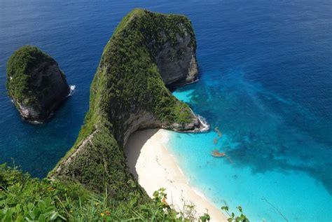 menilik keindahan kelingking beach  pesona tebing