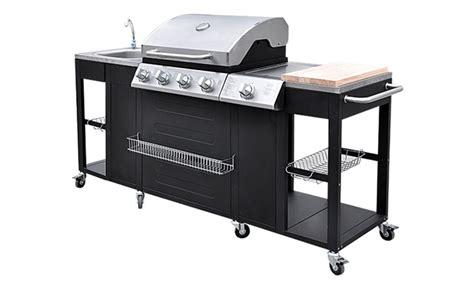 cuisiner avec barbecue a gaz barbecue à gaz ou cuisine d 39 extérieur avec ustensiles