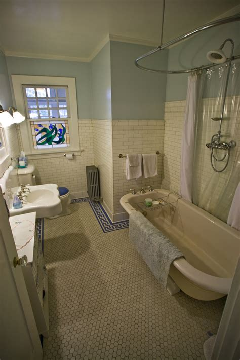 Love the tile and bath. Good layout for a small space