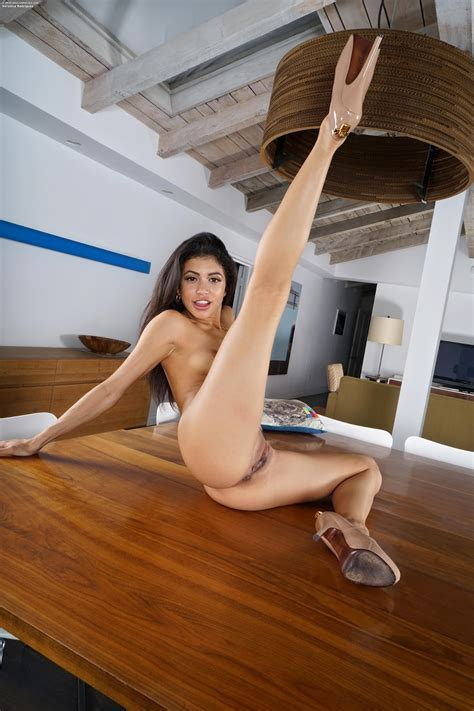 Nude Inthecrack Veronica Rodriguez Full Picture Set
