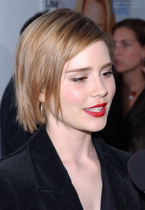 alison lohman wearing  hair   textured side parted bob slightly choppy hairstyle