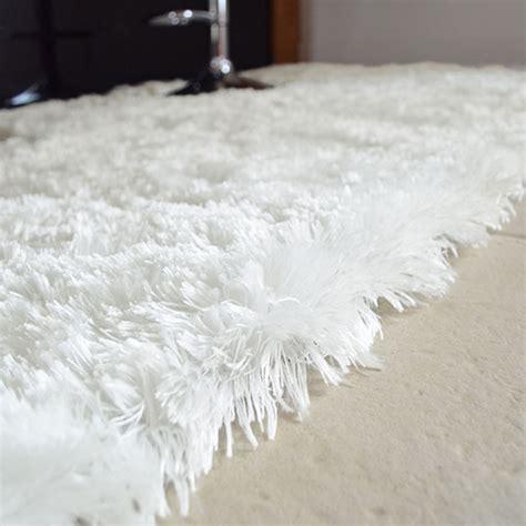 tapis shaggy pop poils longs blanc neige    cm