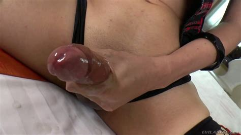 icey a beautiful tranny with huge dick wanks off in sexy