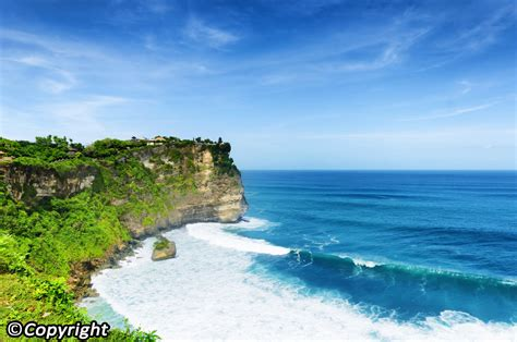Uluwatu- An Illustrated Guide. Bali