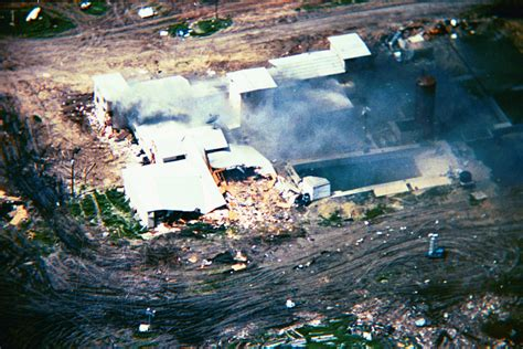 bureau fbi file mountcarmelfire04 19 93 l jpg wikimedia commons