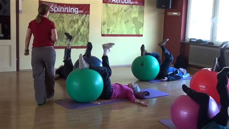 übungen mit pezziball reha und gesundheitssport im welcome in bruchweiler baerenbach christa mit dem pezziball t3