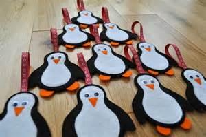 pingüinos de fieltro para navidad broches de fieltro