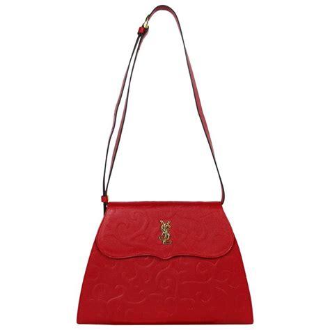 yves saint laurent ysl vintage red leather arabesque   shoulder bag  sale  stdibs