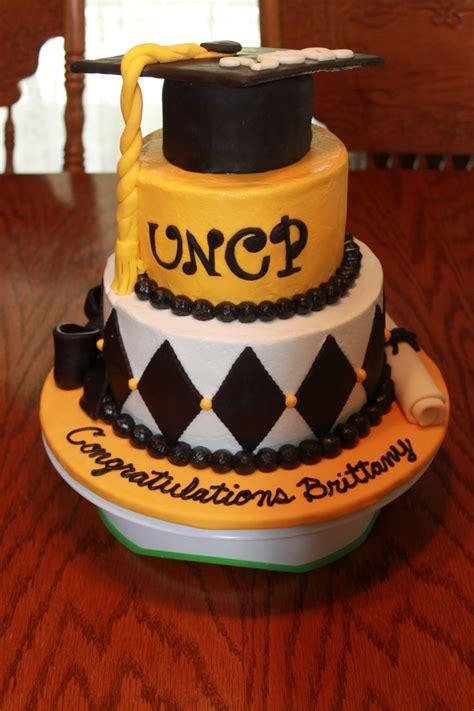 images  graduation cakes  pinterest