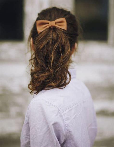 coiffure sur cheveux boucles automne hiver  cheveux