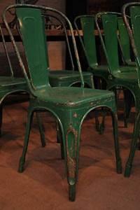 Roulettes Industrielles Anciennes : chaises tolix anciennes table de lit a roulettes ~ Teatrodelosmanantiales.com Idées de Décoration