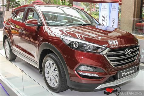 hyundai tucson 2016 white 2016 hyundai tucson red white showcased in malaysia