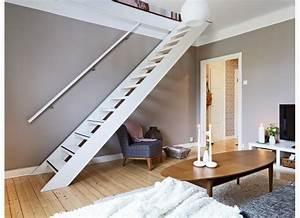 Dřevěné schody do podkroví