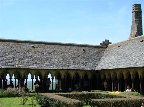 chambre d hote le mont michel le cloître de l 39 abbaye du mont michel catherine