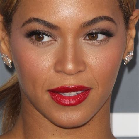 beyonce makeup taupe eyeshadow red lipstick steal