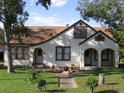 House Style : Bungalow Style House 1920s Bungalow Style House, Craftsman