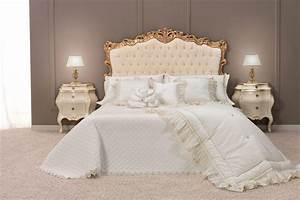 Queensize Bett Oder Doppelbett : klassisches doppelbett mit gepolstertem kopfteil getuftet finish idfdesign ~ Bigdaddyawards.com Haus und Dekorationen