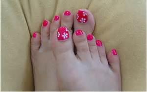 Most beautiful and stylish flower toe nail art design